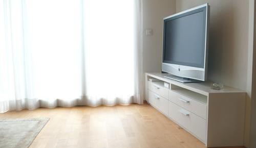 Tv m bel und eckregal stefan gnirs - Bed dat gelederen ...